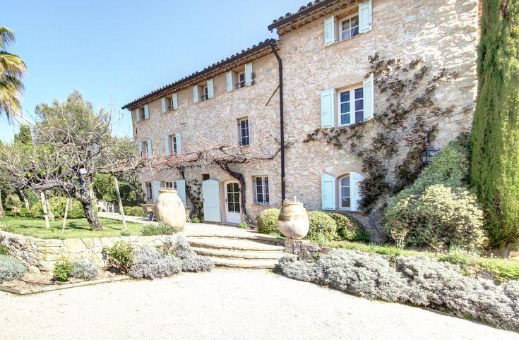 Cette Mas offre beaucoup de potentiel et un jardin splendide ! #Grasse  Un mas provençal maintenue dans son style original, environ 340 m² habitable + gardien appt de 80 m² et piscine la maison de 60 m².  Suite parentale avec réversible climatiseur. Un jardin de 17 000 m² complante d'essence méditerranéenne (oliviers et cypres bi-centenaire, arbousiers, agrumes, etc.) http://aiximmo.ch/fr/listing/cette-mas-offre-beaucoup-de-potentiel-et-un-jardin-splendide/  #f
