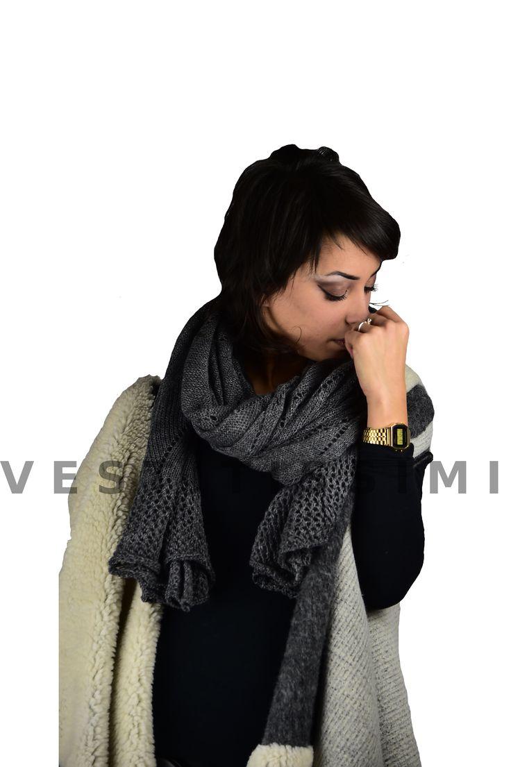Sciarpa donna lana  Sciarpe donna in misto lana, molto larghe ed utilizzabili anche come coprispalle e foulard. Sciarpa traforata, si presta molto bene ad essere indossata come classica sciarpa intorno al collo, o aperta come foulard o scialle Sciarpe veramente belle che si prestano ad un look sexy fashion... imperdibili!  Perfetto da regalare e da regalarsi  Il prodotto è nuovo.  Materiale:  50% Acrilico,  25% Lana  25% Mohair