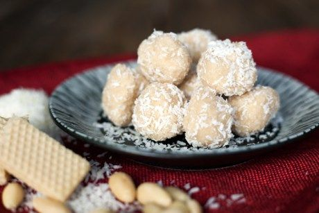 If you like Ferrero Raffaello coconut candies you have to try this recipe. These homemade candies are a nice not-too-sweet treat to make for your family and friends during the...