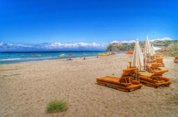 Tsilivi Beach is ideal for families as the sea water is perfect for young children, couples and groups of friends who are fans of the water sports and the cosmopolitan atmsphere.