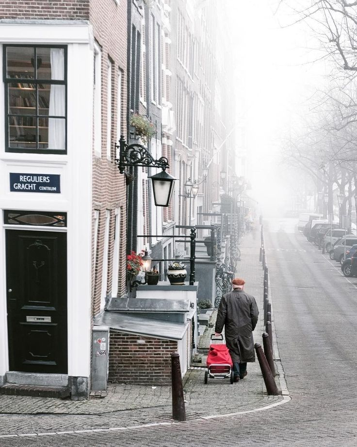 🇳🇱 Reguliersgracht. Photo: @dutchie Tags: #wonderfuldestinations #travel_drops #igworldclub #europe_tourist #bestvacations #netherlands #exploringtheglobe #worldplaces #europeans #europe_focus_on #ourplanetdaily #travelawesome #topeuropephoto #citylife #ig_great_pics #hello_worldpics #iloveholland #cityview #holanda #beautifuldestinations #city_explore #welltravelled #ig_discover_holland #destination #amsterdamcity
