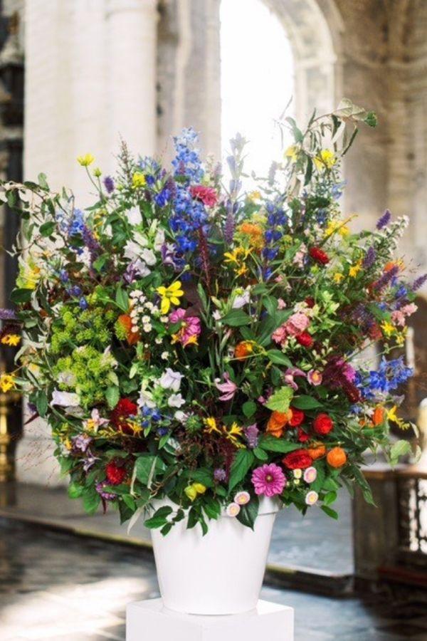 Kies voor grote, kleurrijke bloemstukken op jouw trouwfeest – Degroote Bloemen