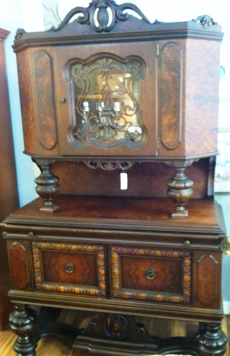 Vintage (30's) Jacobean cabinet with ornate detailing