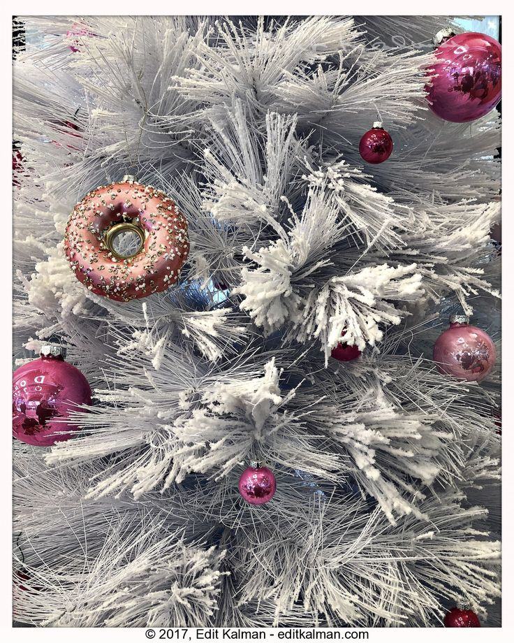 Christmas #Budapest, #Christmas, #Decoration, #Desmondtutu, #Donut, #Festive, #Ornament, #Pink, #Quote, #Tree, #White - https://goo.gl/V6z8C5