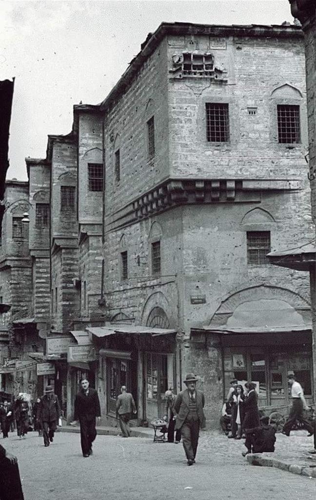 """""""@IstanLOOK: Tahtakale, 1930'lar #Eminonu #istanbul #birzamanlar """""""