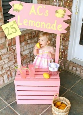 Lemonade stand for a first birthday girl! Fun, interactive idea to get all the kids using their imaginations and playing with each other. Fun photo opportunity too!
