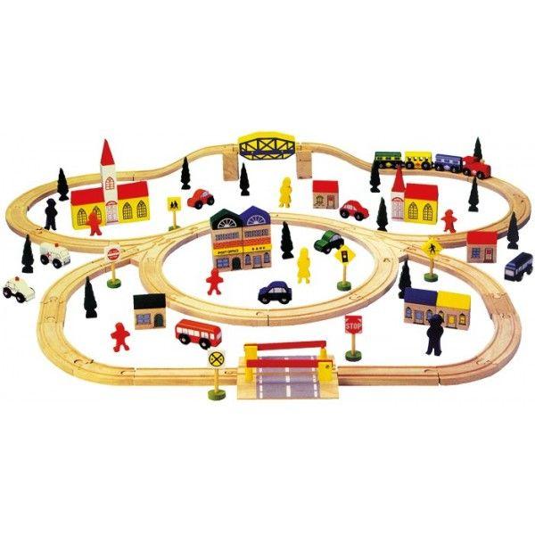 Houten spoor, grootDeze uitgebreide treinset bestaat uit 100 delen. Laat het treintje rijden over de spoorbaan enbouw een stad compleet met auto's huizen en bomen er omheen.Met deze set kunnen kinderen uren lang zoet zijn.