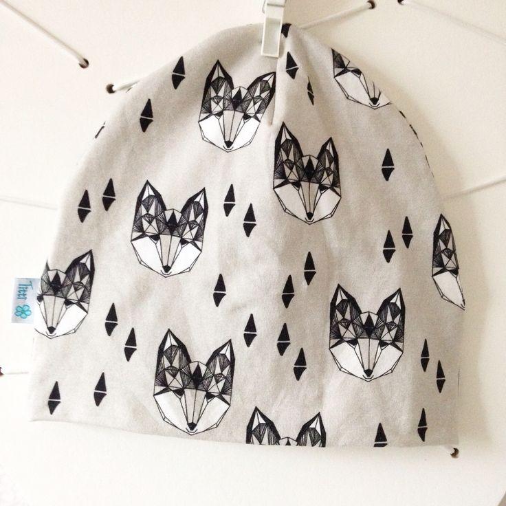 Härlig vargmössa i tyg från designern Andrea Lauren.