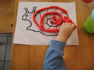 Following the pattern on a picture with play dough