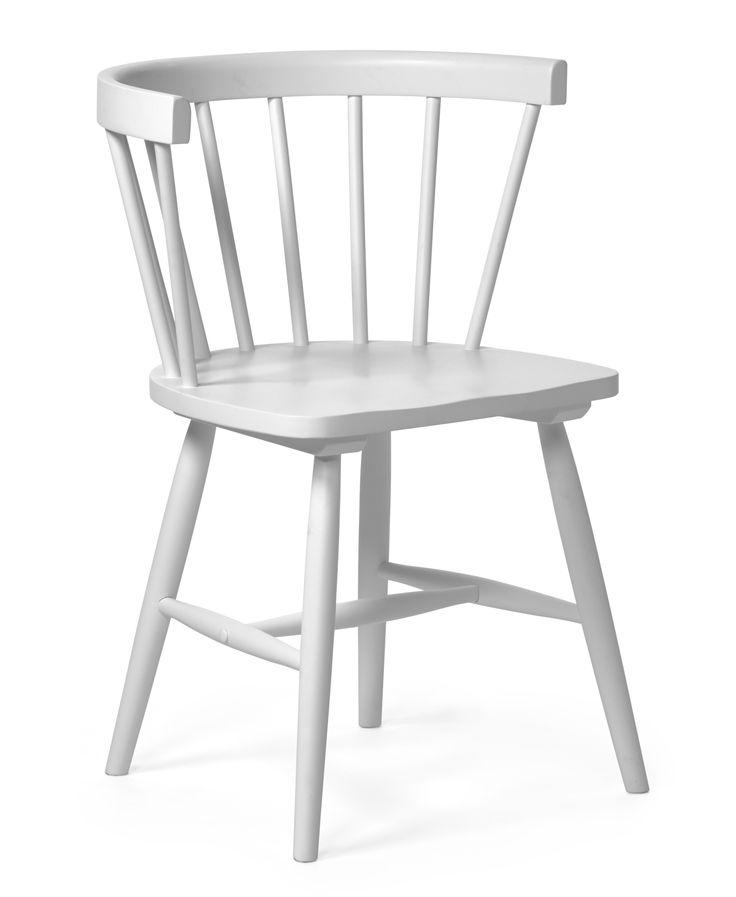 999 kr Nils karmstol är en uppdaterad variant av den klassiska pinnstolen. Den har en tidlös, skandinavisk och spännande design. Den är tillverkad i gummiträ som sedan är lackerat. Nils karmstol kan kombineras med många utav våra matbord, användas vid skrivbordet eller varför inte i hallen.999 kr