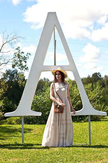 Get this look: http://lb.nu/look/8330357  More looks by Anna Puzova: http://lb.nu/practicalqueenap  Items in this look:  Cortefiel Dress, Vintage Bag   #bohemian #casual #chic #practicalqueenap #cortefiel #latvia #lavender #country #cowboy