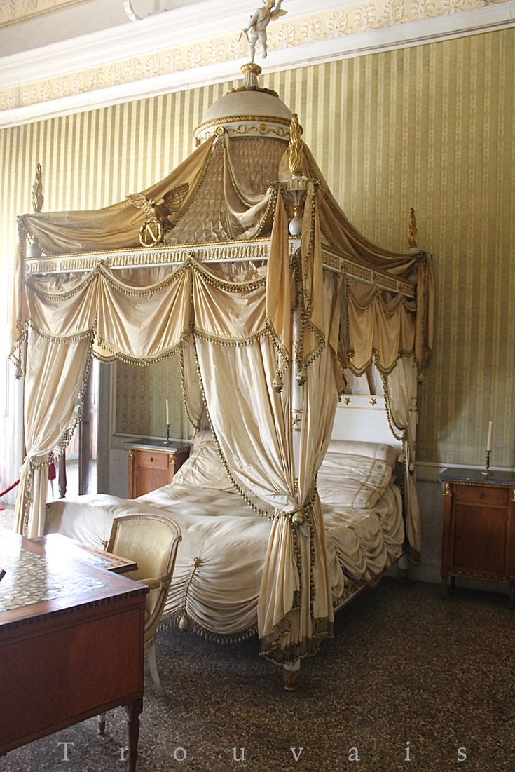 Trouvais Villa Pisani Napoleon Bonaparte bed