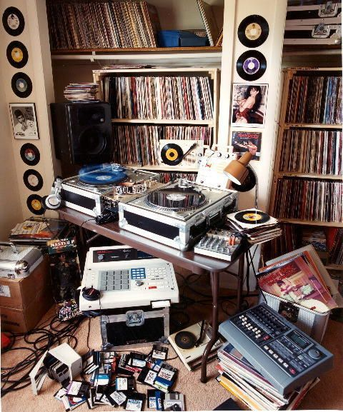 Old Skool but I still like production this way - Hip Hop Production Studio #MPC60 #Turntables #production #studio #music #hiphop