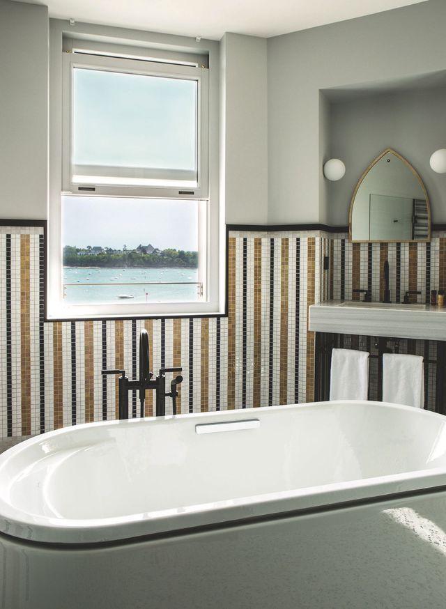 1000 id es sur le th me miroir salle de bain sur pinterest. Black Bedroom Furniture Sets. Home Design Ideas