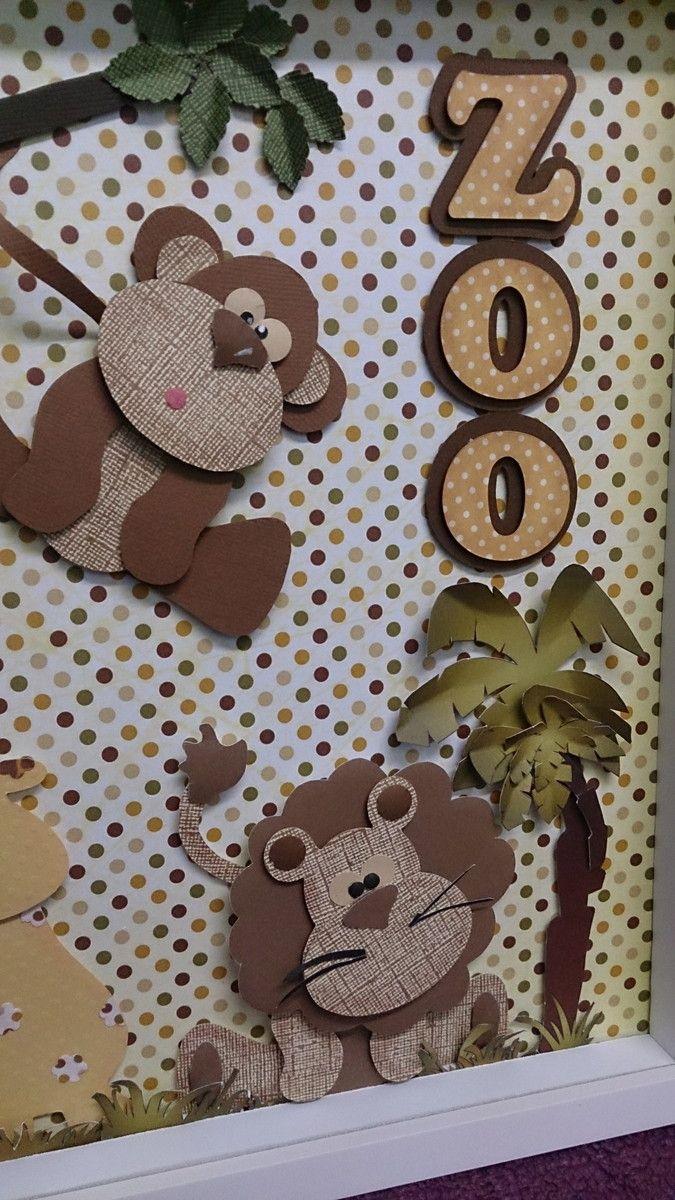 Quadro infantil com tema de safari feito toatalmente com papel de scrapbook.Pode ser usado para decorar o quarto como também de porta maternidade.Coloco o nome do seu bebê.Moldura de excelente qualidade.