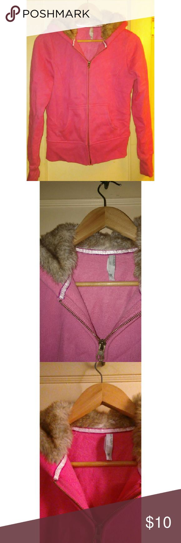 OldNavy Fur Hoodie Medium Pink OLDNAVY hoodie, Fleece Lined, Very warm faux fur lined hood, Sized Medium (true to size) Close up picture offers detailed look at condition 9/10 (10 being brand new never worn) This was maybe worn twice if that all around very warm\comfortable fullzip hoodie Old Navy Tops Sweatshirts & Hoodies