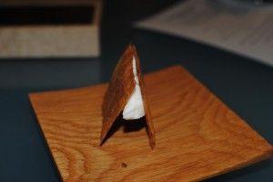 Bocadillo crujiente de quesos asturianos (2000): Hojaldre dulce, salado, y mezcla quesera. Toques azules - casa gerardo-PRENDES