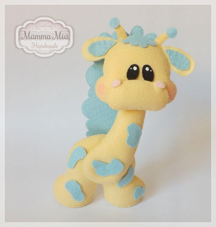 """Girafinha Baby """"Eu nunca vi um bicho, com tanta elegância, Não perde a pose, mesmo dentro de um pijama... No seu andar dona girafa é a mais bela, Até parece desfilar na passarela..."""""""