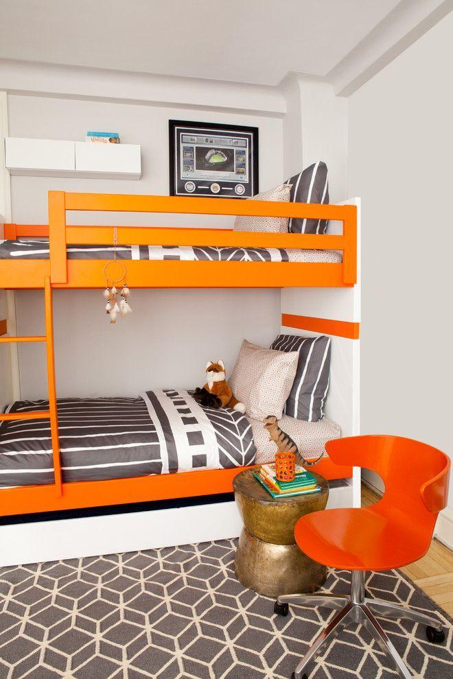 Детская двухъярусная кровать: как экономить полезное пространство для ребенка http://happymodern.ru/detskaya-krovat-dvuxyarusnaya-60-foto-5-prichin-poselit-dvuxetazhnoe-lozhe-v-spalne-chada/ Графика в оформлении детской спальни с яркими акцентами. Оранжевая двухъярусная кровать, оранжевое анатомическое кресло и оранжевый стакан для канцелярских мелочей – акценты интерьера