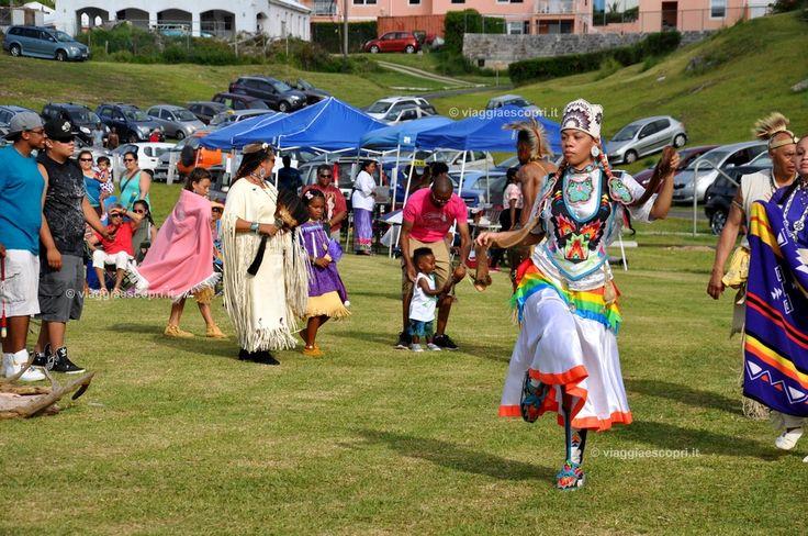 Danze e costumi tradizionali al Pow Wow Festival di St Davis, Bermuda #viaggiaescopriBermuda #gotoBermuda http://www.viaggiaescopri.it/viaggi-da-sogno-5-motivi-bermuda/