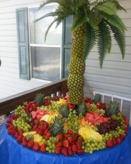 """Pineapple"" Tree Centerpiece - originally seen @ https://www.facebook.com/photo.php?fbid=485204668344993&set=a.134396993425764.1073741829.100005663917842&type=3&theater"