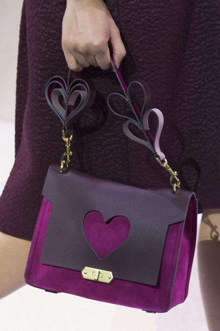 62 лучшие сумки Недели моды в Лондоне   Мода   Выбор VOGUE   VOGUE