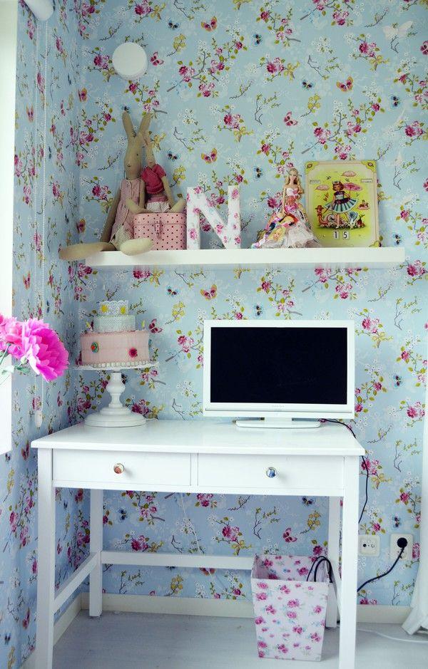kids workplace/sweet.. Love the wallpaper