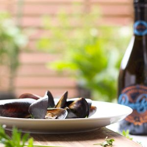 Valentine's Day Special: Darcy's Mussels with White Wine. #wine #vinomofo #recipe #foodstyling #valentinesday