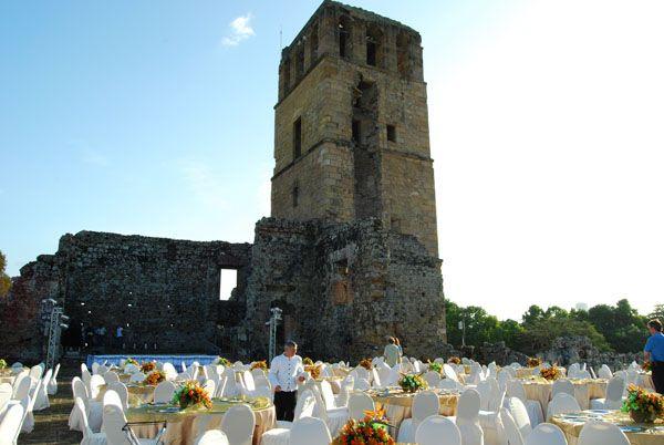 Montaje de mesas, Torre de Panamá Viejo.