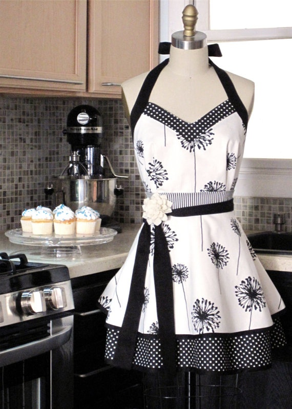 ♥ this cute Apron. Think I need this!