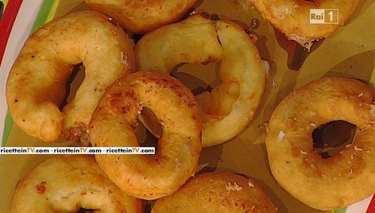 """La ricetta del ciambelle di patate salate di Anna Moroni del 04 aprile 2016, a """"La prova del cuoco"""""""