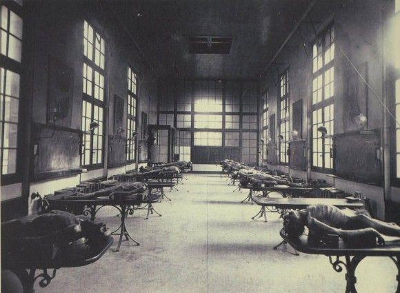 フランス、ボルドーにあった医学学校の解剖室(1890年)