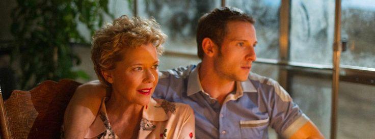 Джейми Белл и Аннетт Бенинг в фильме «Кинозвезды не умирают в Ливерпуле» Первый трейлер британской драмы «Кинозвезды не умирают в Ливерпуле» режиссера Пола МакГигана.