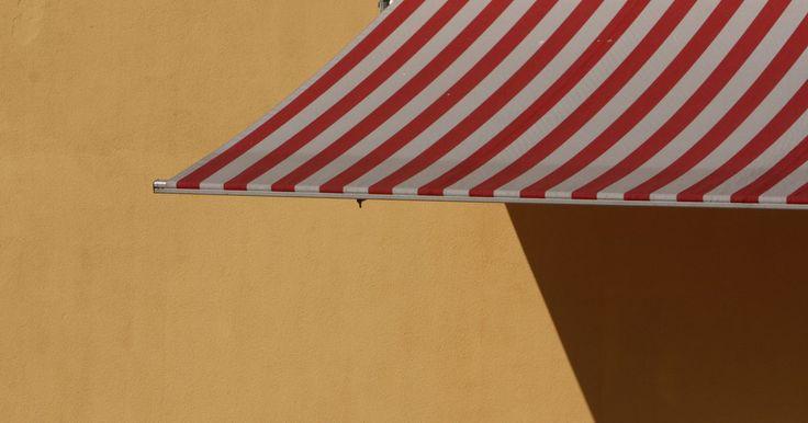 Como costurar toldo de lona. Os toldos de lona podem ser uma ótima maneira de contribuir para o visual da fachada da sua casa. Ao mesmo tempo, eles servem para impedir a entrada de sol e oferecem proteção extra contra a chuva. Comprar toldos pode ser caro. É mais simples fabricá-los por conta própria. Com uma máquina de costura e uma visita à sua loja de tecidos local, você ...