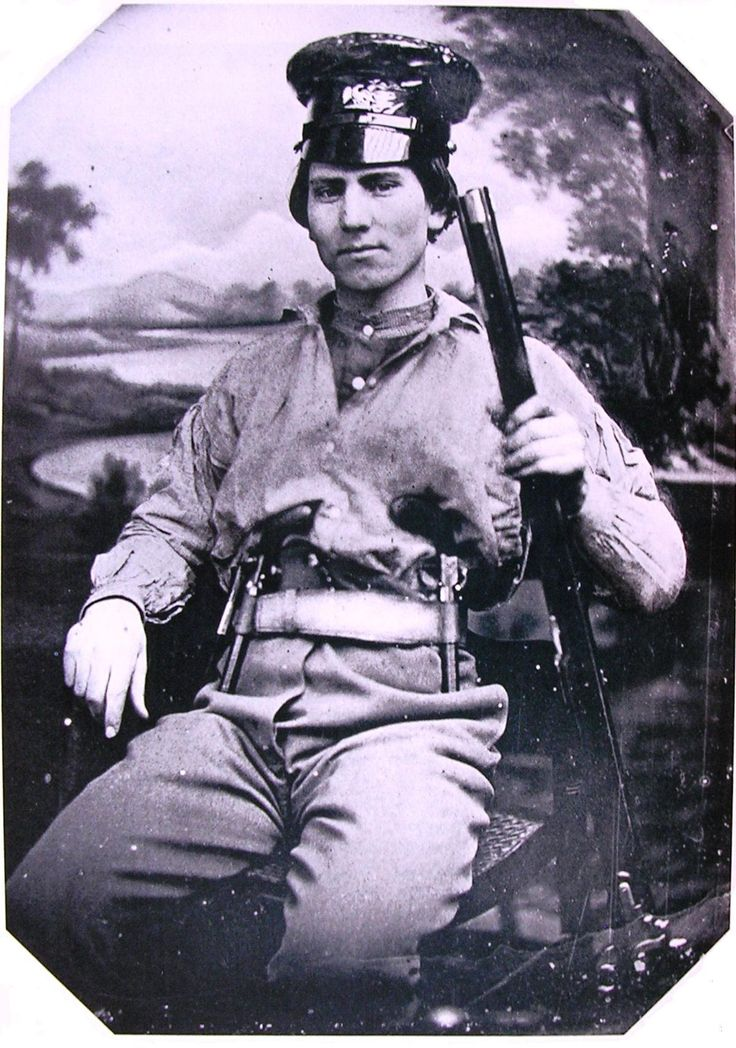 Heavily armed U.S. volunteer of the Mexican-American War, c. 1846.