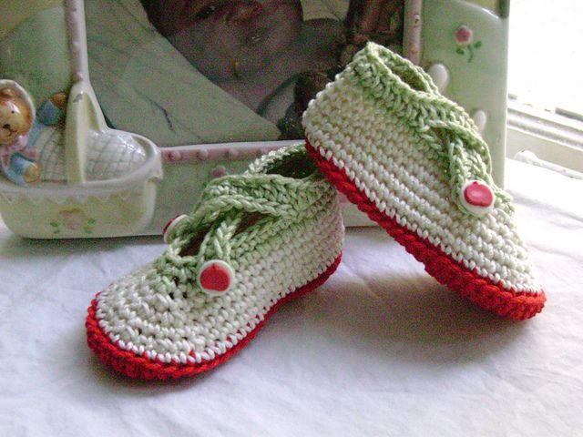 Free Baby Booties Crochet Pattern at http://www.ravelry ...