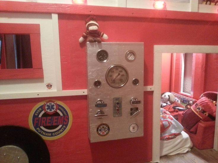 """INSOLITE - """"Mon fils veut être pompier, alors je lui ai construit un lit en forme de camion de pompier"""". C'est avec cette simple phrase qu'un papa a publié une série de"""
