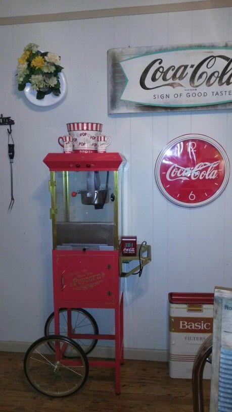 Popcorn Machine with ceramic popcorn bowl and shakers