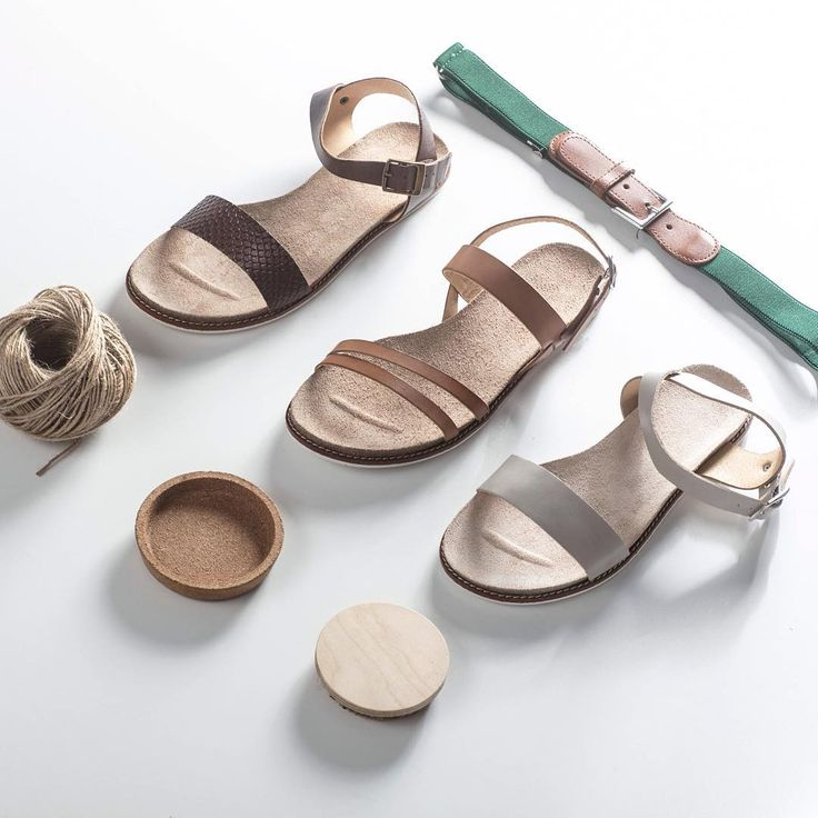 Postaw na sandałki w kolorach ziemi i poczuj prawdziwą więź z naturą! 🌿 #shoes #lankars #lankarsshoes #lanckorona #cracow #shoestagram #instashoes #quality #leather #beautiful #loveshoes #summer #sandals #brown #nude #grey #woman #feminine #flatlay #minimalim #classic #photography #style