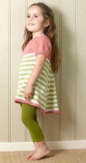 Strikkeopskrift | Strikket pigekjole med striber | Strik fin og blød børnestrik | Fin strik til de mindste | Strik til børn med søde motiver og detaljer | Lun og blød børnestrik