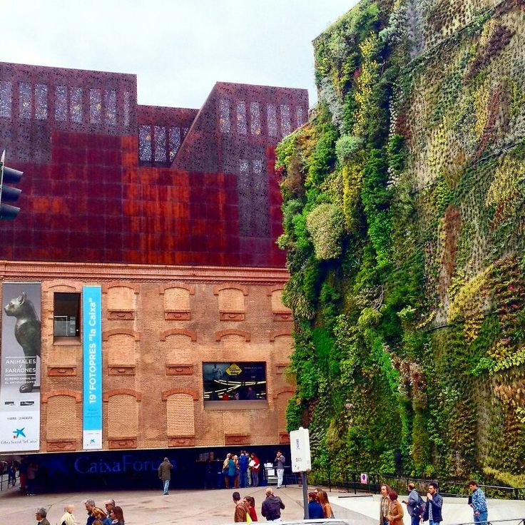 Beautiful and impressive vertical garden in Madrid - Architecture and Design
