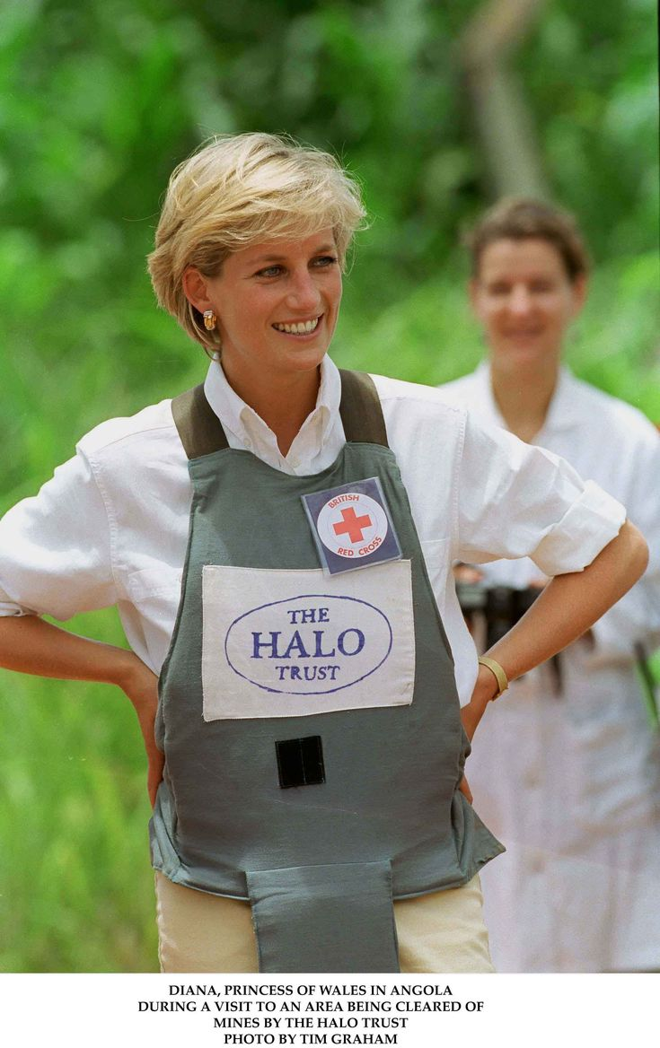 January 15, 1997: Diana, Princess of Wales tours a minefield dressed in a flak jacket and face shield in Huambo, central Angola. The Princess was visiting Angola for the Red Cross, to see for herself the carnage mines can cause.  Princess Diana