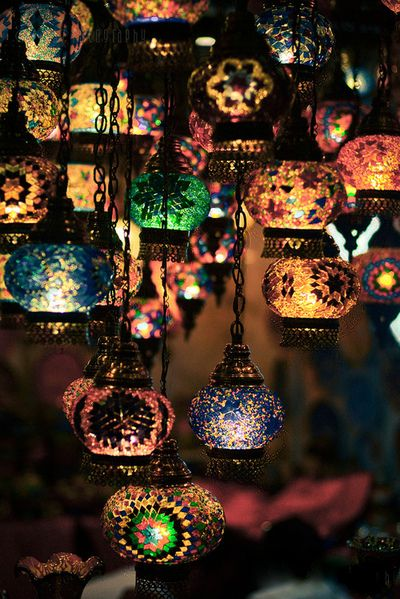 Want to do an array of lanterns like this over my dining room table :) Love that they're hung at different levels!