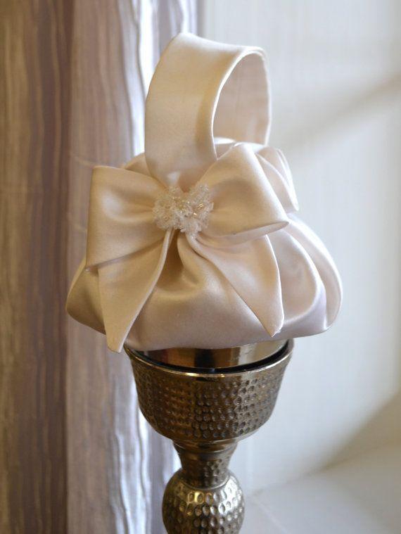 Niña de las flores monedero, flor cesta de la muchacha, Pequeño monedero nupcial - Off-White o marfil