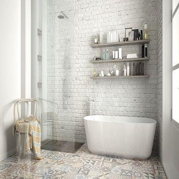 Łazienka z cegłą - nowoczesność w każdym calu #lazienkaplus #cegławłazience #ceglanaściana #łazienkazcegłą