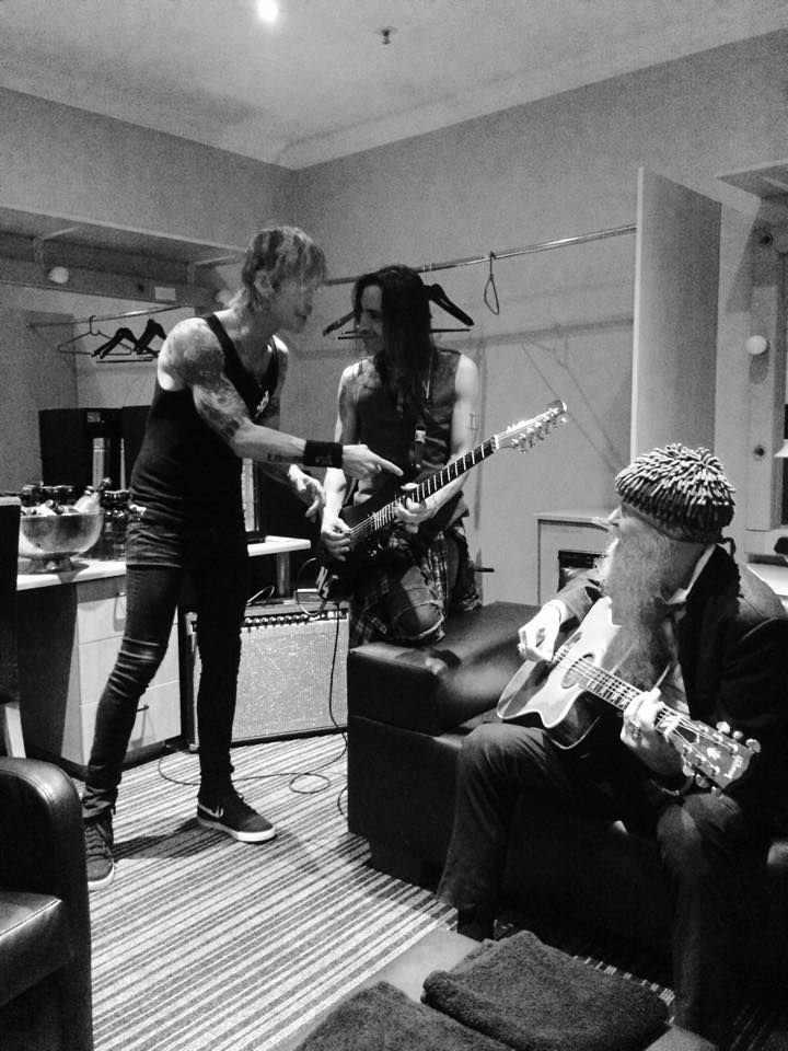 Kings of Chaos - Duff McKagan, Nuno Bettencourt, Billy Gibbons