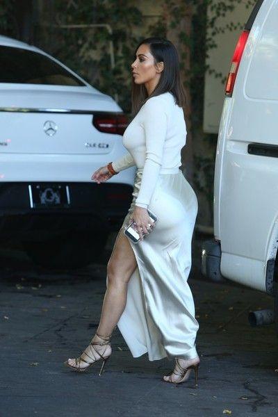 Kim Kardashian Photos - Kim Kardashian Visits Epione Cosmetic Dermatology Clinic - Zimbio