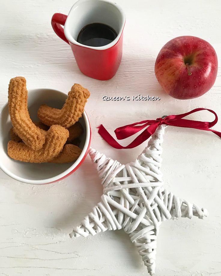 #buongiorno gli abbracci, i sorrisi, l'ironia, i libri e il caffè mi salvano dallo stress della quotidianità e il vostro antidoto qual è?  {http://www.queenskitchen.it/biscottini-per-il-caffe} #queenbreakfast #colazione #cookies #coffee #november #autumn  #friday