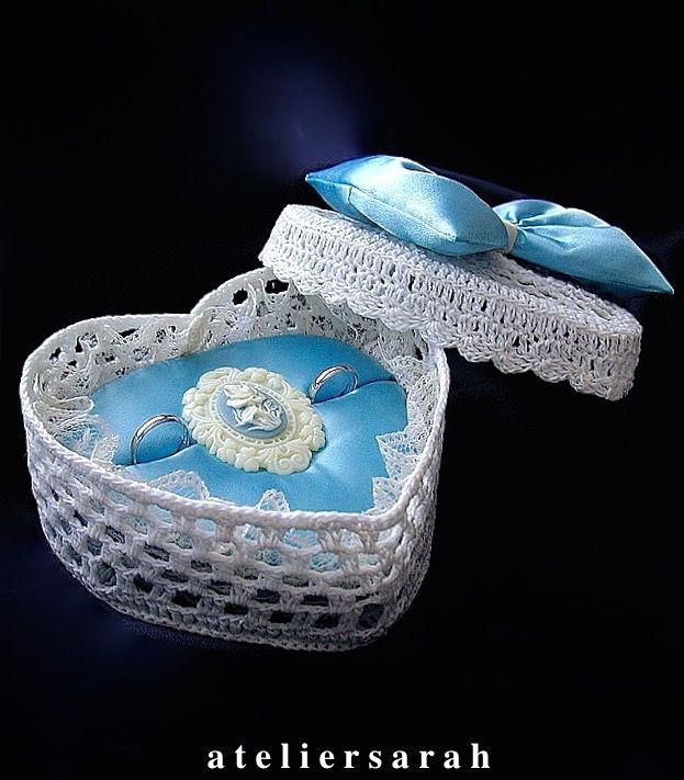ateliersarah's ring pillow/heart-shaped lace basket decorated with cameo