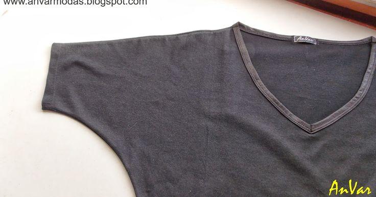 No tengo remera negra!!!     Esta semana tengo que subsanar esta falta y me pongo a confeccionar una remera básica negra.               ...